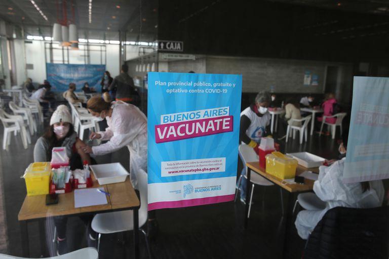 Vacuna contra el Covid en Provincia: los mayores de 50 años pueden recibir la segunda dosis sin turno