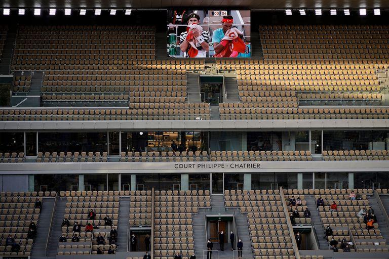 Pantallas gigantes y un puñado de espectadores: así se vive Roland Garros en 2020