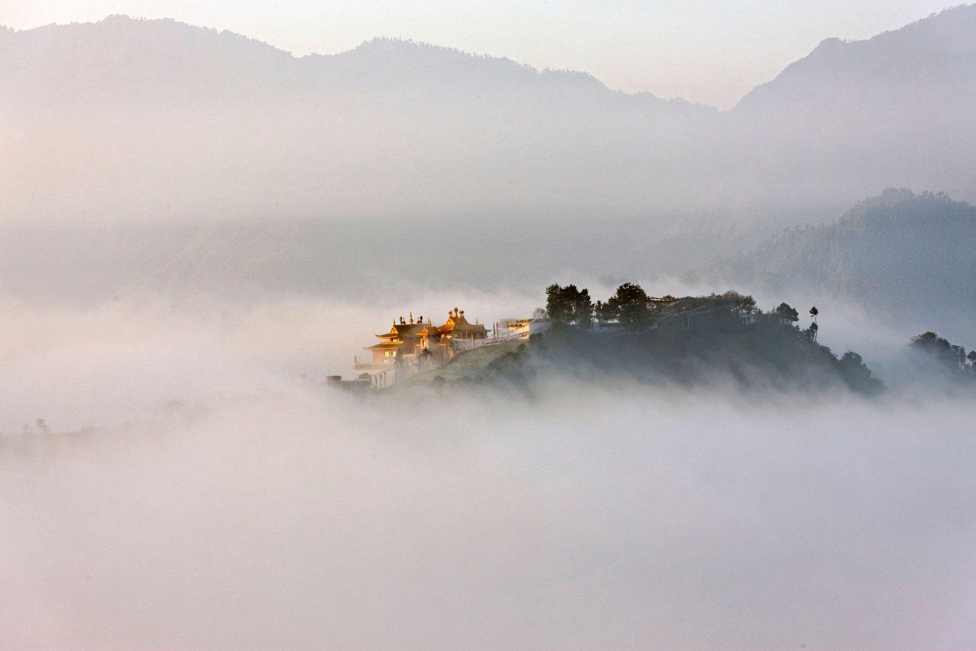 El monasterio de Thrangu Rinpoche, en lo alto de la colina de Namo Buddha, Nepal