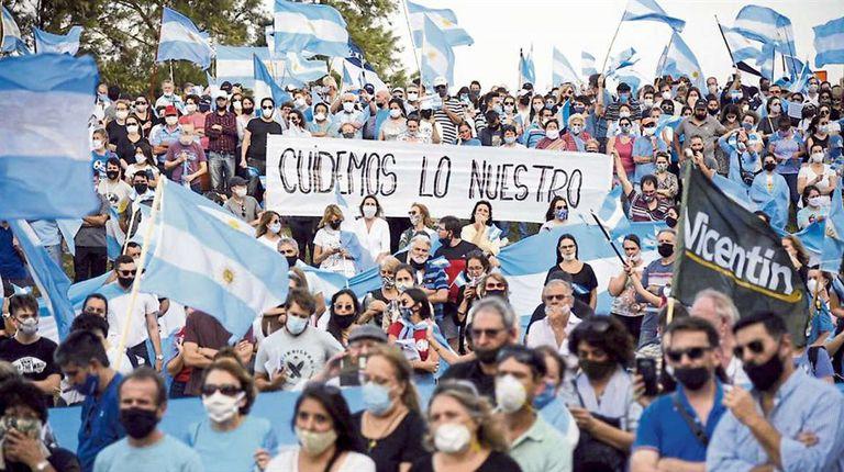 Avellaneda, movilizada. Unas 10.000 personas se concentraron ayer en Avellaneda, el punto central de la protesta por la expropiación de Vicentin. Hubo allí productores y dirigentes agropecuarios, pero también mucha gente que se opone a la expropiación y que dejó al Gobierno un mensaje contrario a cu