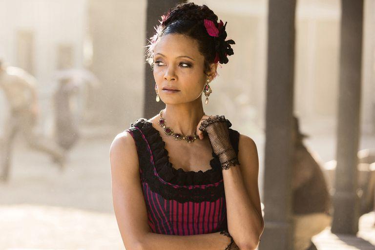 Newton como Maeve, la madama del burdel de Sweetwater