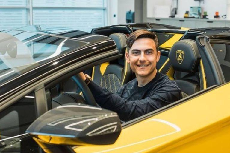 Cómo es por dentro la Lamborghini que recibió Paulo Dybala