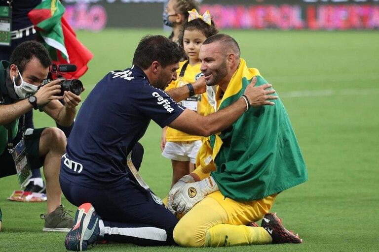 El entrenador y el arquero, todo un símbolo: Abel Ferreira y Weverton, pura sonrisa