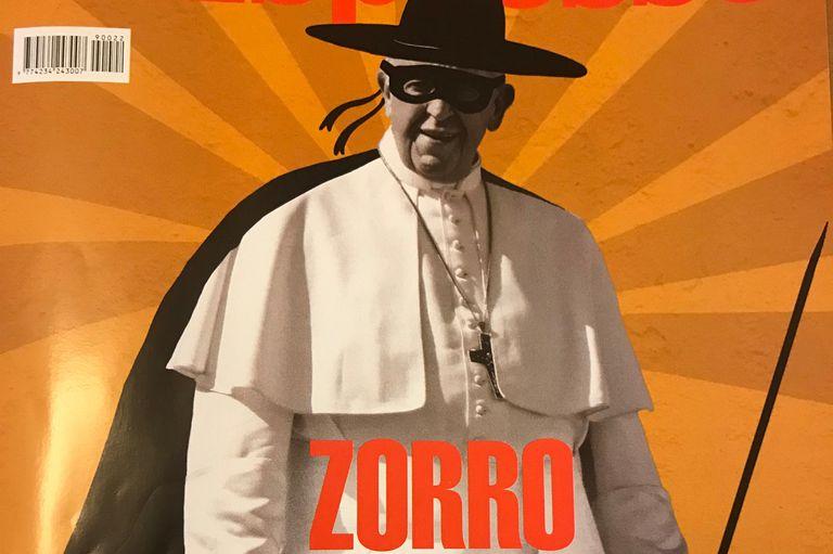 El Papa aparece en la tapa de un semanario italiano disfrazado de Zorro, como símbolo de la oposición a Salvini