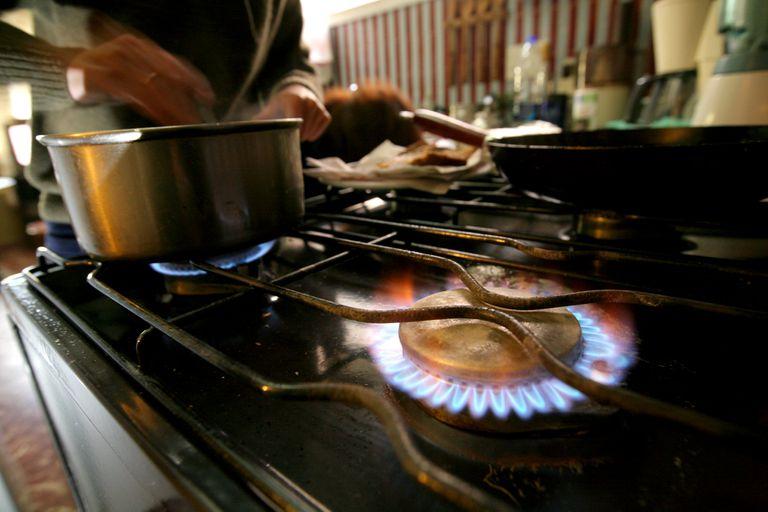 Los analistas proyectan que las tarifas de gas y luz se mantendrá congeladas hasta por lo menos las elecciones legislativas de octubre próximo