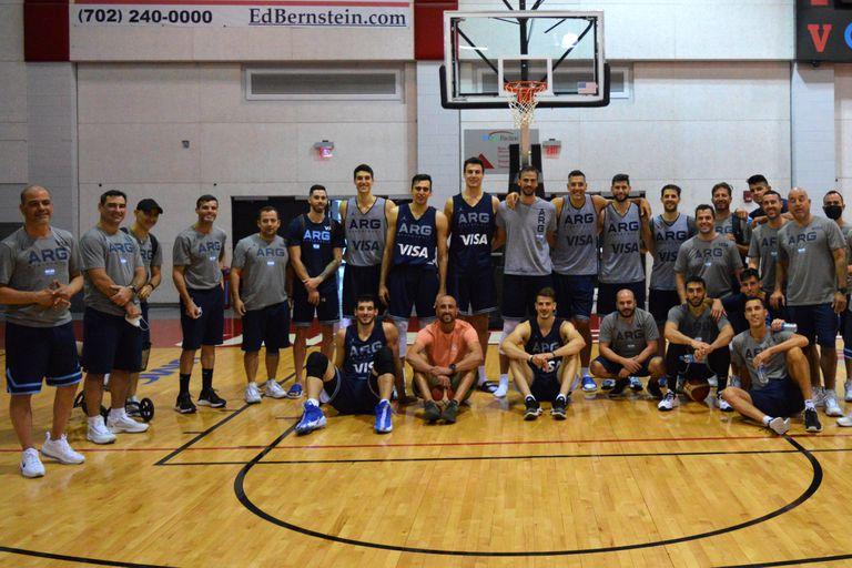 Emanuel Ginóbili de visita en Las Vegas a la delegación argentina de básquetbol que concurrirá a los Juegos Olímpicos de Tokio