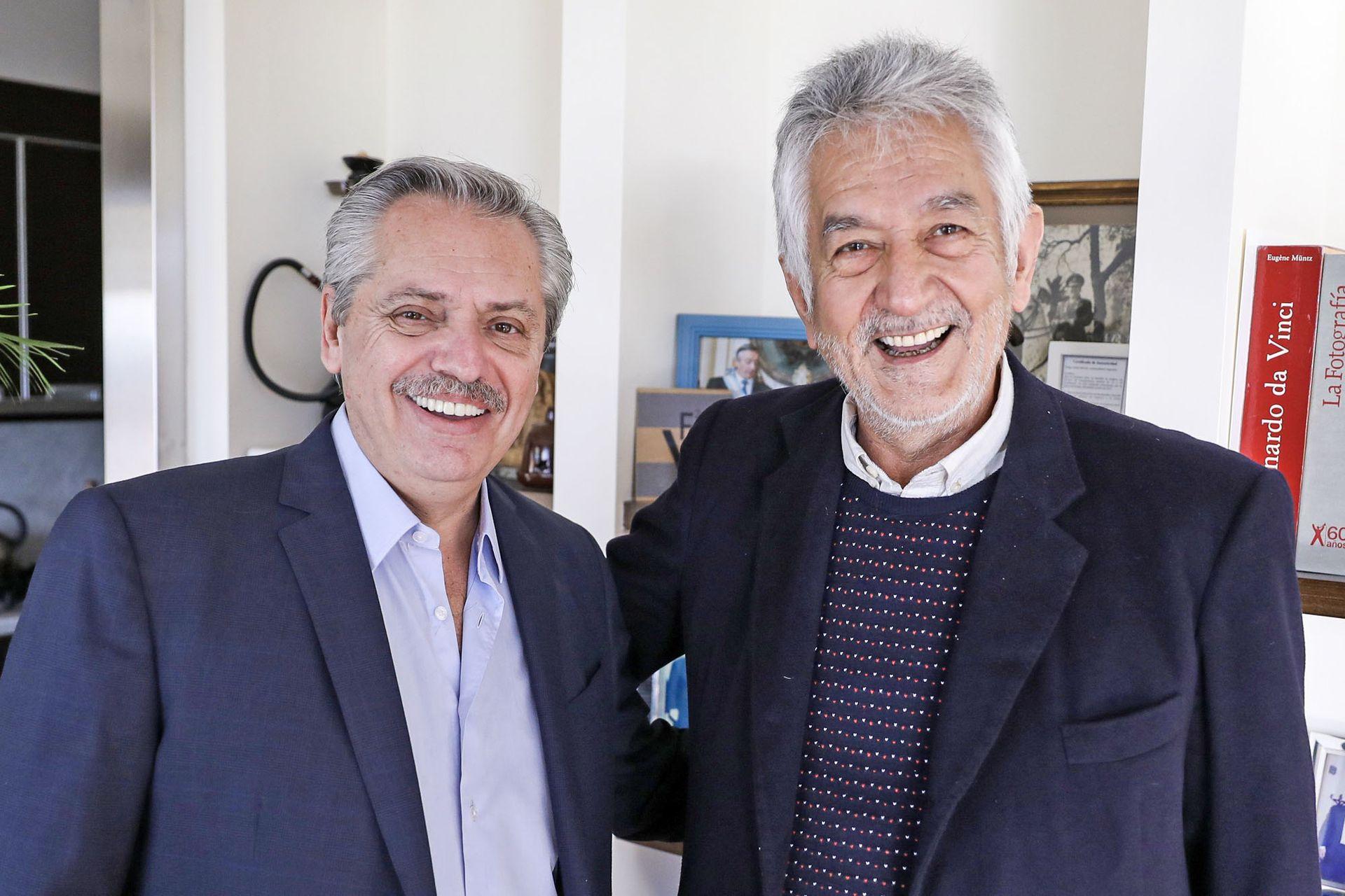 Alberto Fernández posa junto al puntano Alberto Rodríguez Saá el 24 de julio de 2019