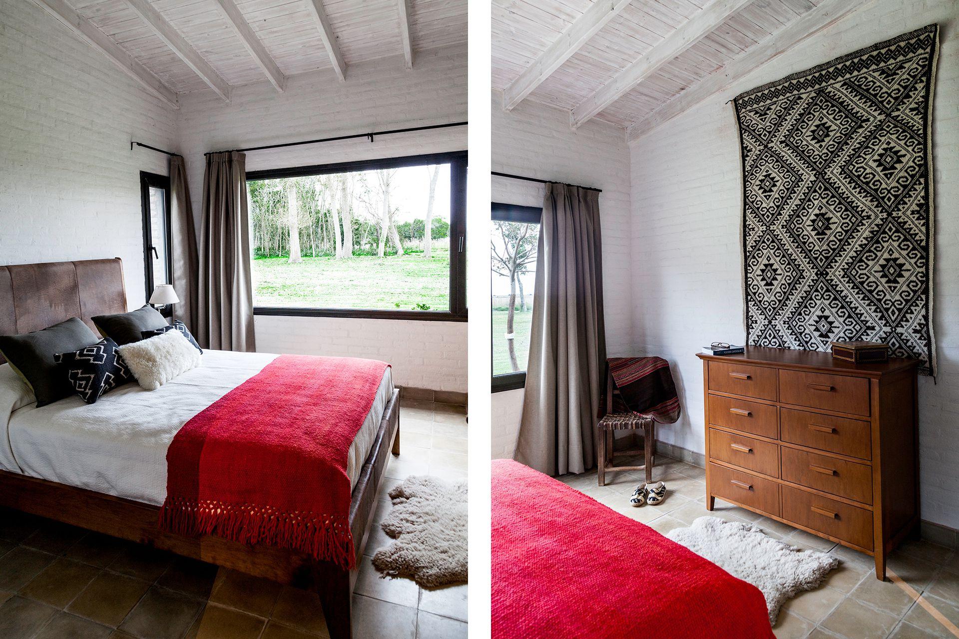 La suite tiene una cómoda de lenga y una cama con detalles en cuero (ambos, Jay González) con una manta bermellón (Elementos Argentinos).