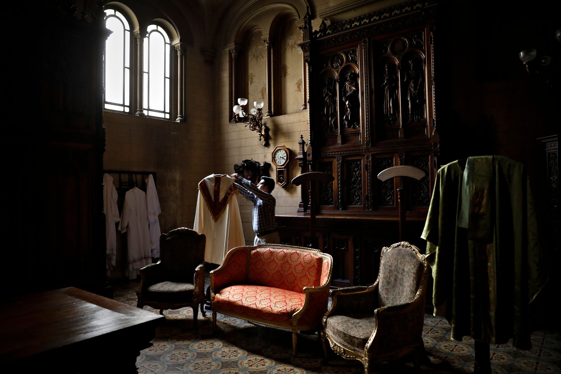 La sacristía conserva los muebles originales de la Basílica