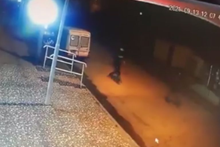Una cámara de seguridad filmó a los delincuentes antes de que los matara un policía que trabajaba como chofer de remises