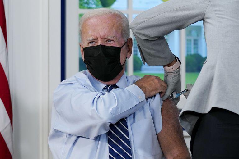 Joe Biden recibió su tercera dosis de la vacuna Pfizer contra el coronavirus
