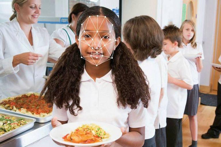Escocia implementa un polémico reconocimiento facial en los comedores escolares