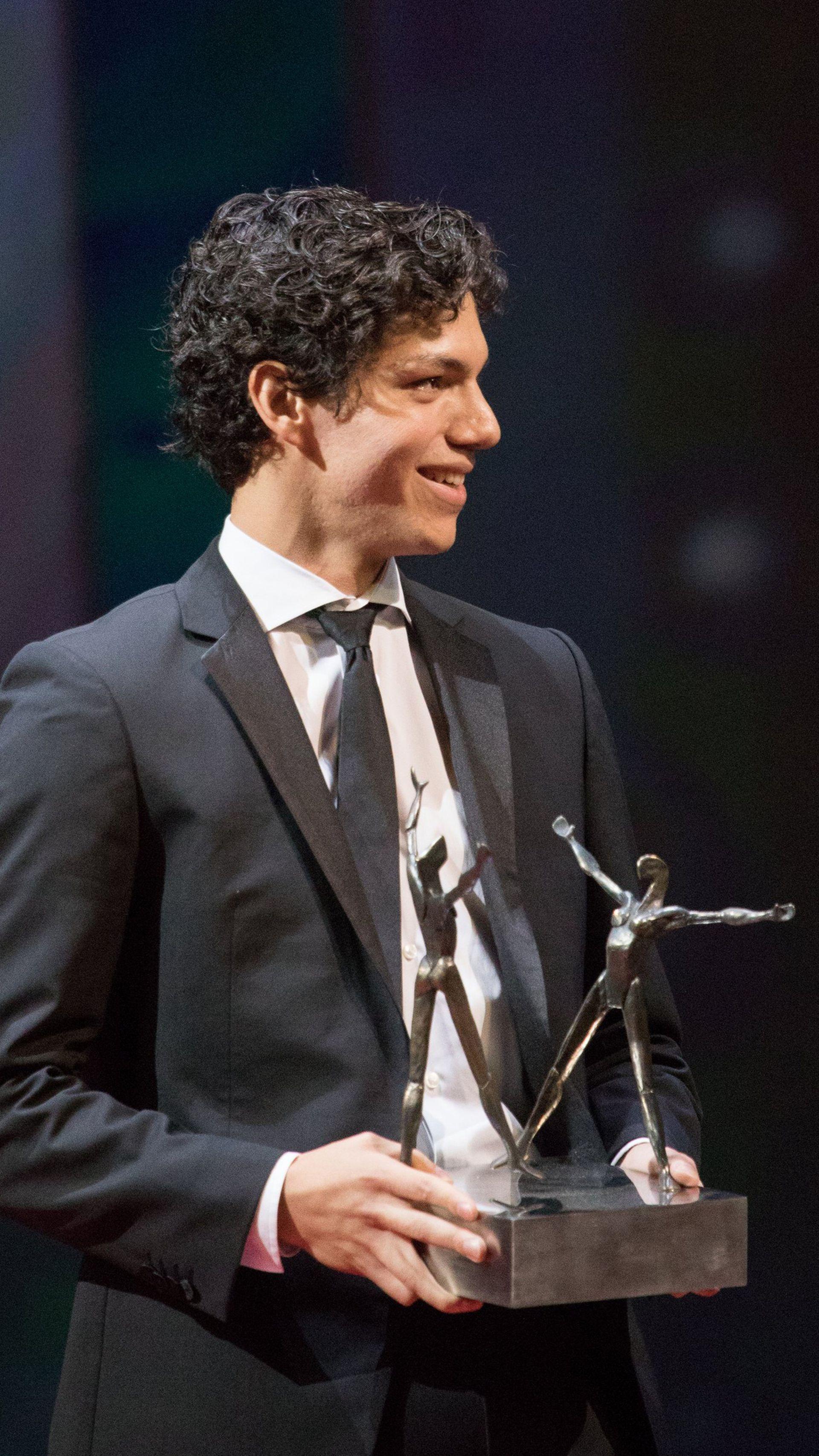 En junio de 2018 Hernández recibió el premio Benois de la Danse como mejor bailarín