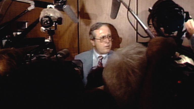 Frank Salerno uno de los investigadores del caso del Acosador Nocturno en 1985 después del juicio a Richard Ramirez.