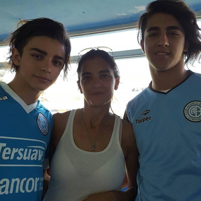 Hinchas fanáticos de Belgrano, Blas se llevó la camiseta con él.
