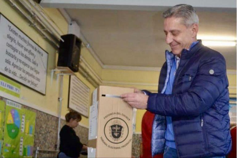 Mariano Arcioni, gobernador actual, busca su reelección en una disputa de final abierto