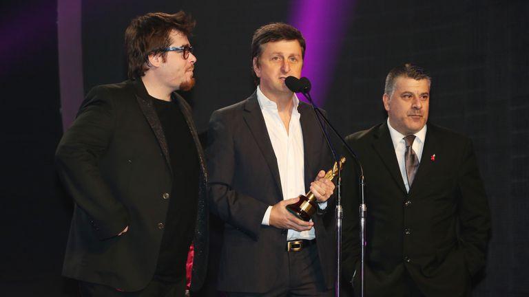 Korol y el equipo de Peligro sin codificar, agradecen el premio a mejor humorístico