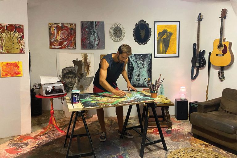 """""""Retomé la pintura, que es algo que me anima el alma, y estoy exponiendo en NoGallery en el barrio de El Born. También abrí mi propia productora de contenidos"""""""