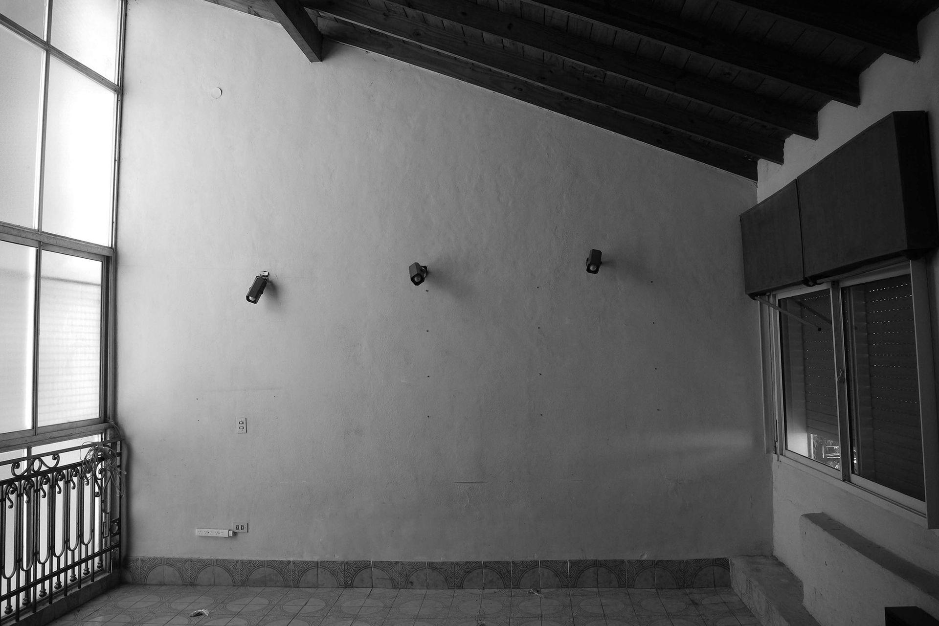 ANTES: El primer piso estaba destinado a los dormitorios. Eran cuartos cerrados con techo de madera inclinado.