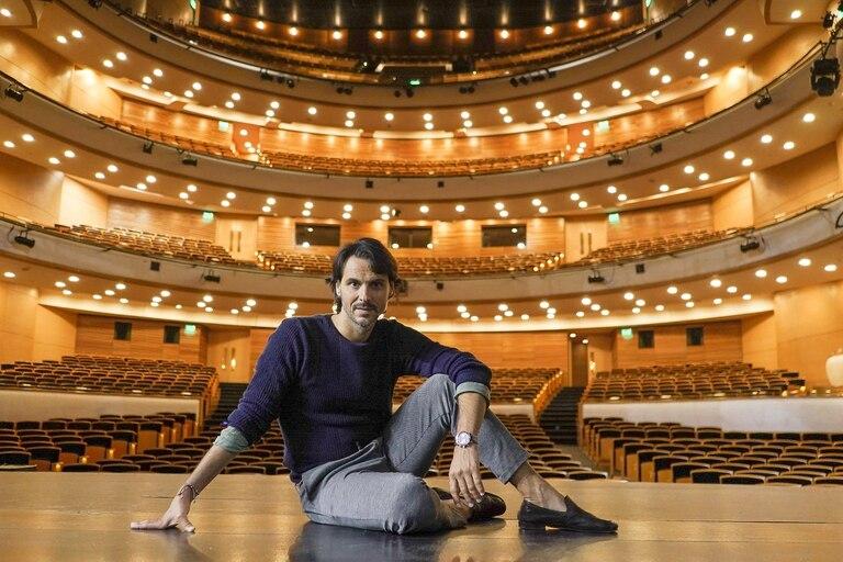 El español Igor Yebra dirigirá el Ballet del Sodre solo hasta fin de año; Uruguay ya lo despide con sus máximas distinciones