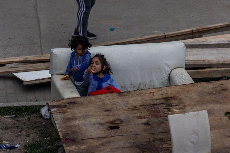 En la toma había familias formadas por mujeres y niños que, según dijeron, habían quedado excluidas del sistema de alquiler de la 31