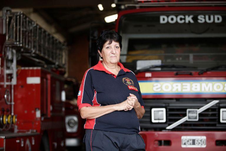 Lucía Segovia ingresó a los bomberos voluntarios a los 17 años; hoy es la bombero con mayor jerarquía del país