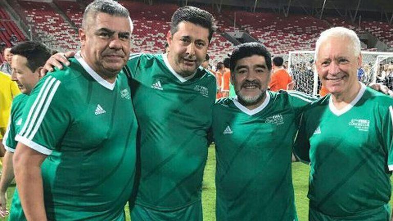 Tapia junto a Angelici, Maradona y Víctor Blanco