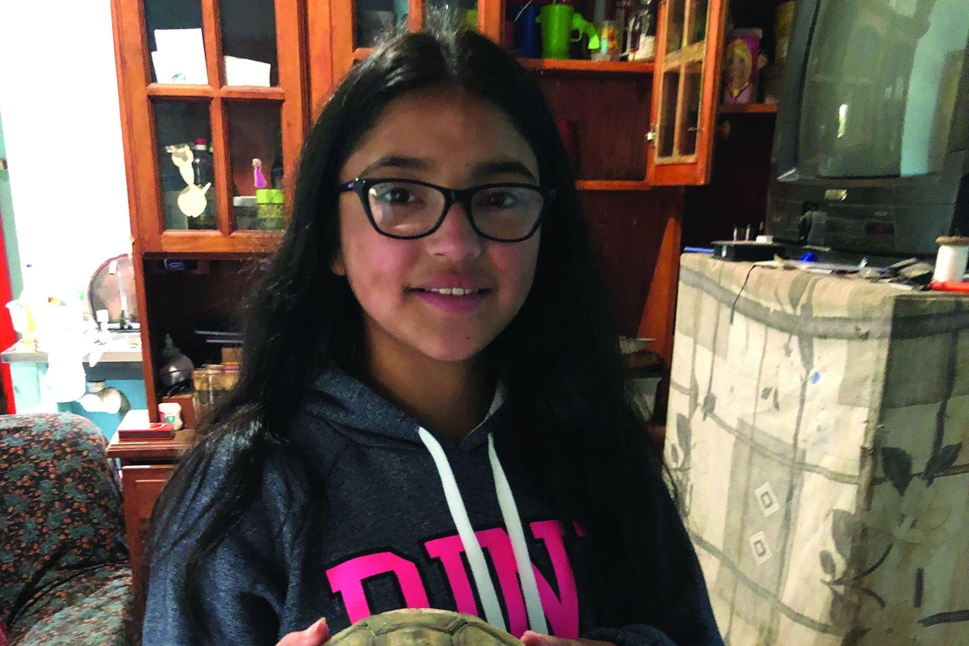 Millarai Muñoz vive en La Matansilla, en el norte neuquino rodeada de sus mascostas: su tortura, sus chanchos y sus chivas. Su sueño es ser actriz de telenovelas