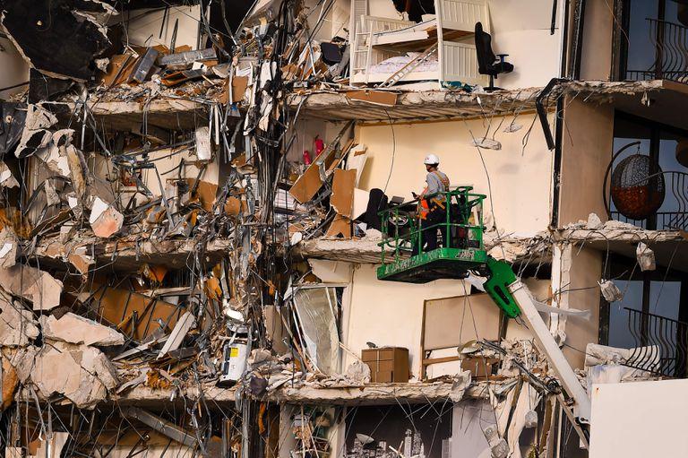 Trabajos de rescate en Miami