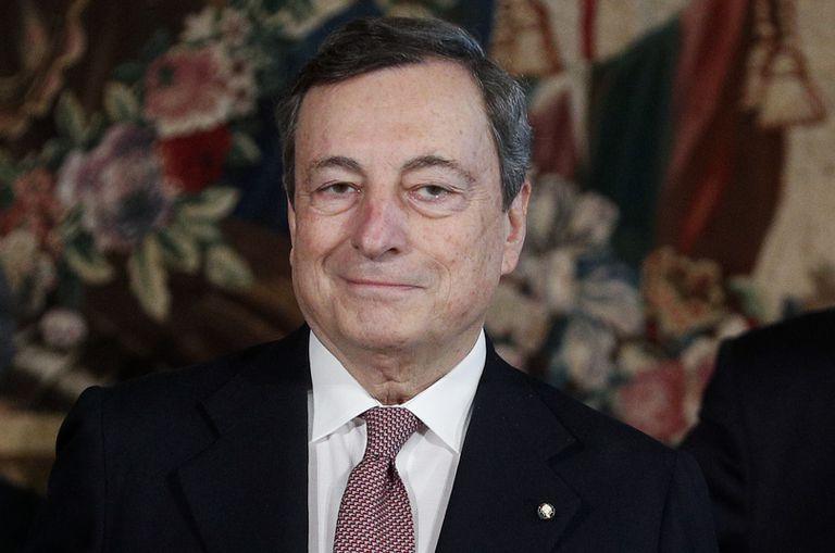 El primer ministro italiano Mario Draghi  después de la ceremonia de juramento, en el Palacio Presidencial Quirinale en Roma