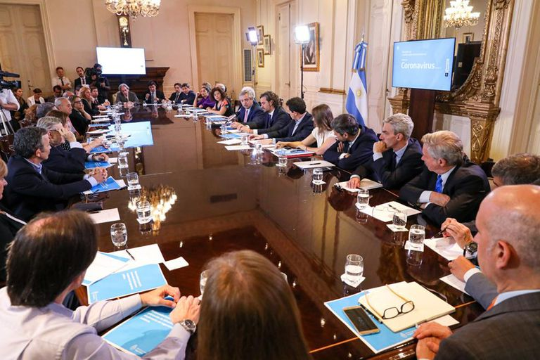 Participan varios ministros y podrían anunciar medidas