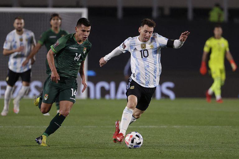 Contra Bolivia, Messi tuvo una actuación excepcional; el afecto con el público argentino está en su mejor momento (Photo by Juan Ignacio RONCORONI / POOL / AFP)