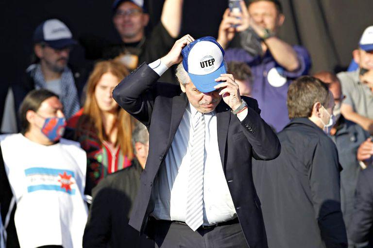 Alberto Fernández en el acto llevado a cabo en el estadio de Nueva Chicago