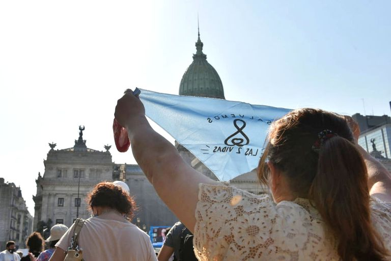 Los pañuelos celestes indican el rechazo a la legalización del aborto