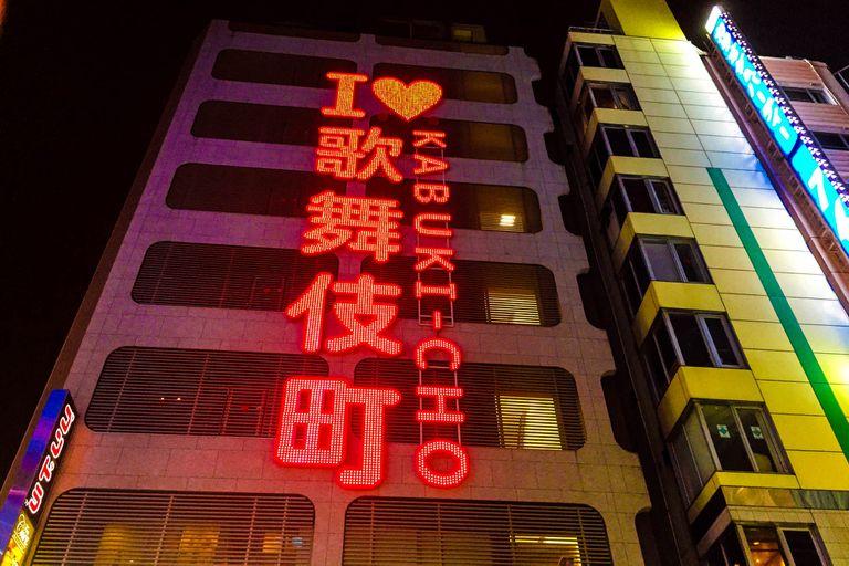 Una noche en la Zona Roja de Tokio: el oscuro mercado del placer en Japón
