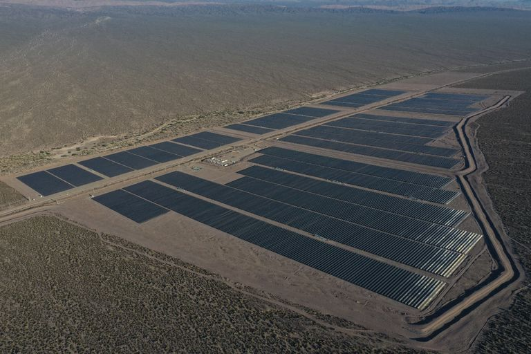 El parque solar Ullum está ubicado en San Juan, genera energía para 48.000 hogares y empleó a 550 personas para su construcción