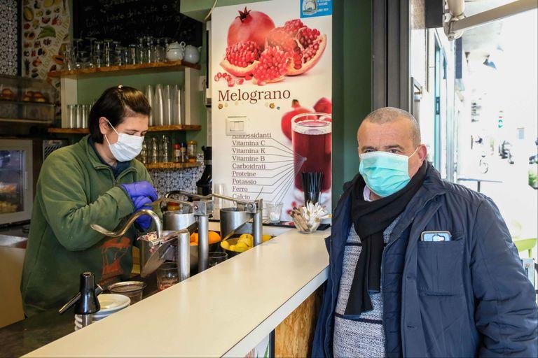 Médicos infectólogos analizan cómo será el impacto de la enfermedad en la Argentina cuando descienda la temperatura