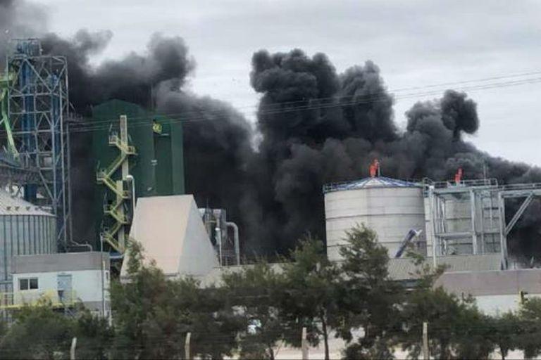 Córdoba. Así se registró un incendio en la mayor planta de etanol del país