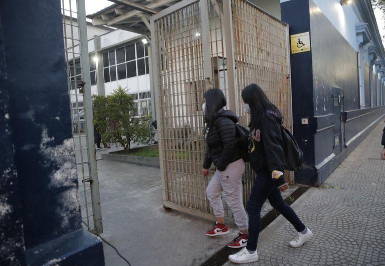 Los últimos datos relevados por el Ministerio de Educación porteño confirmaron que la incidencia de Covid en las escuelas es baja
