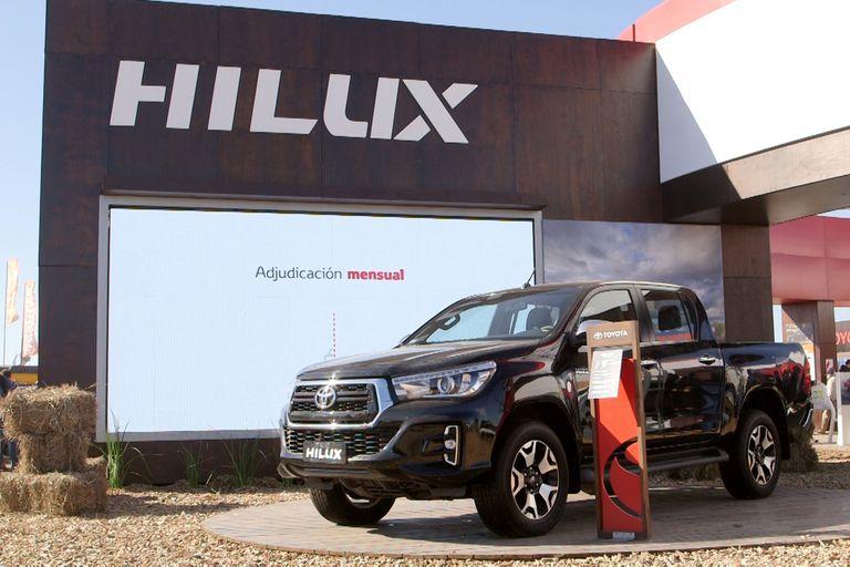 Hilux, híbridos y canje de cereales: la propuesta de Toyota para el campo