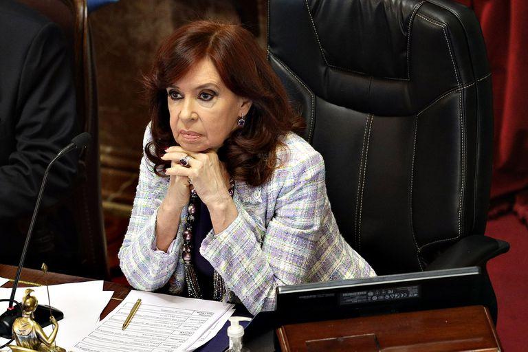 Cristina Kirchner revisa el borrador del proyecto que el oficialismo piensa llevar al recinto la semana próxima