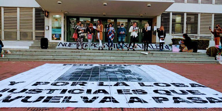 Marcha por el caso de Vicky Núñez en el palacio de tribunales de Paraná