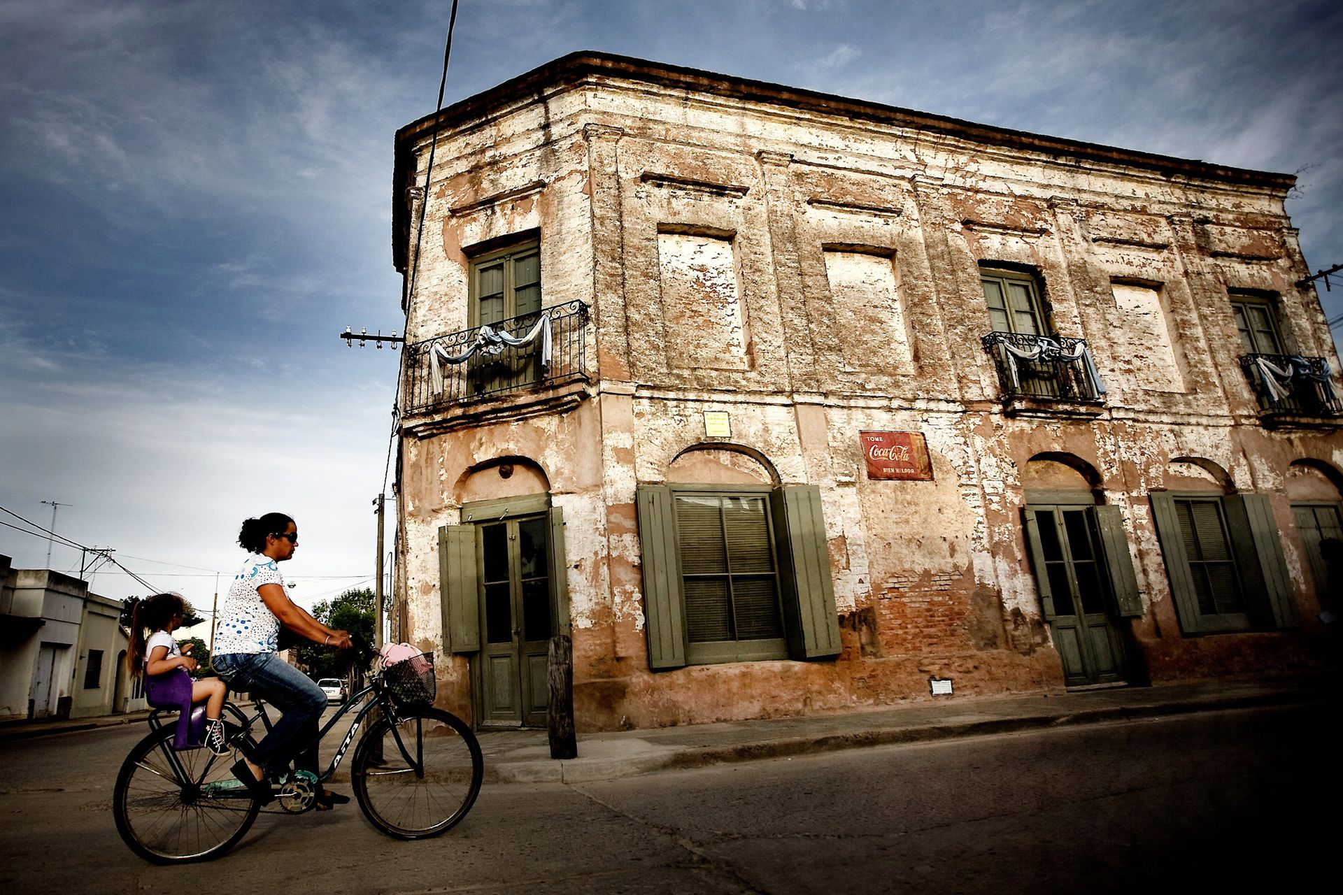 En Areco, las fachadas de las casonas lucen su estilo colonial