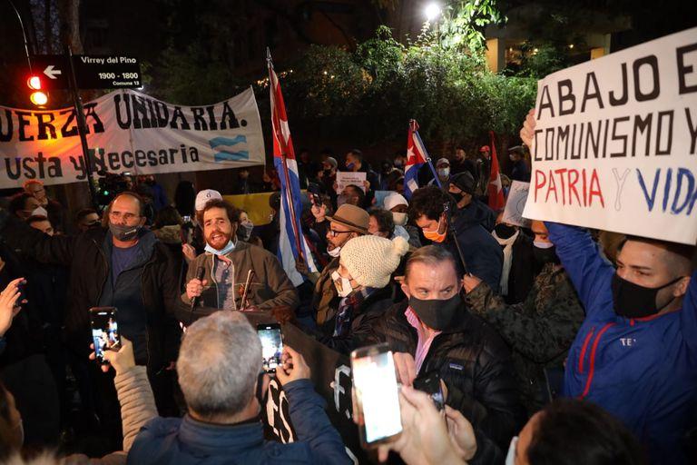 Protestas en contra del gobierno cubano frente a la embajada cubana en el barrio de Belgrano