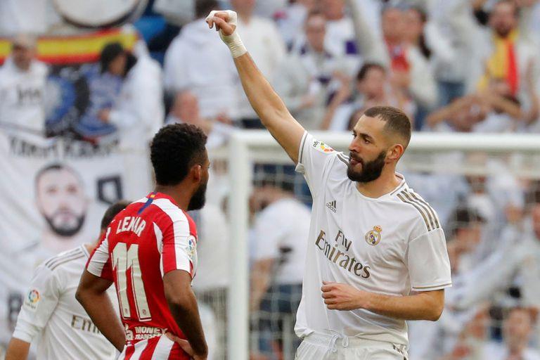 Benzema heredó la pesada función de encabezar la delantera de Real Madrid tras la salida de Cristiano Ronaldo; en silencio, el francés cumple.