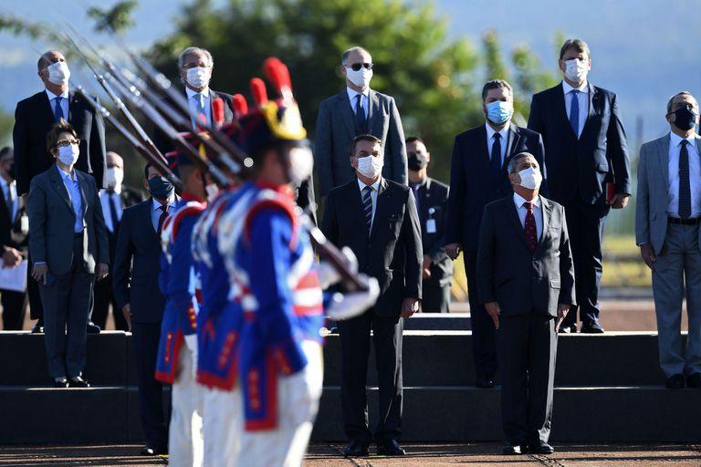Bolsonaro, en un desfile oficial en plena pandemia