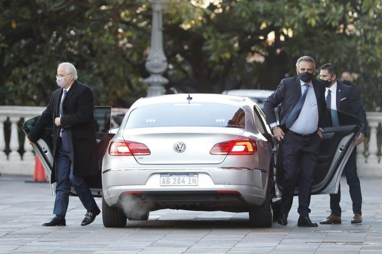 Jorge Taiana y Agustín Rossi llegan a Casa Rosada