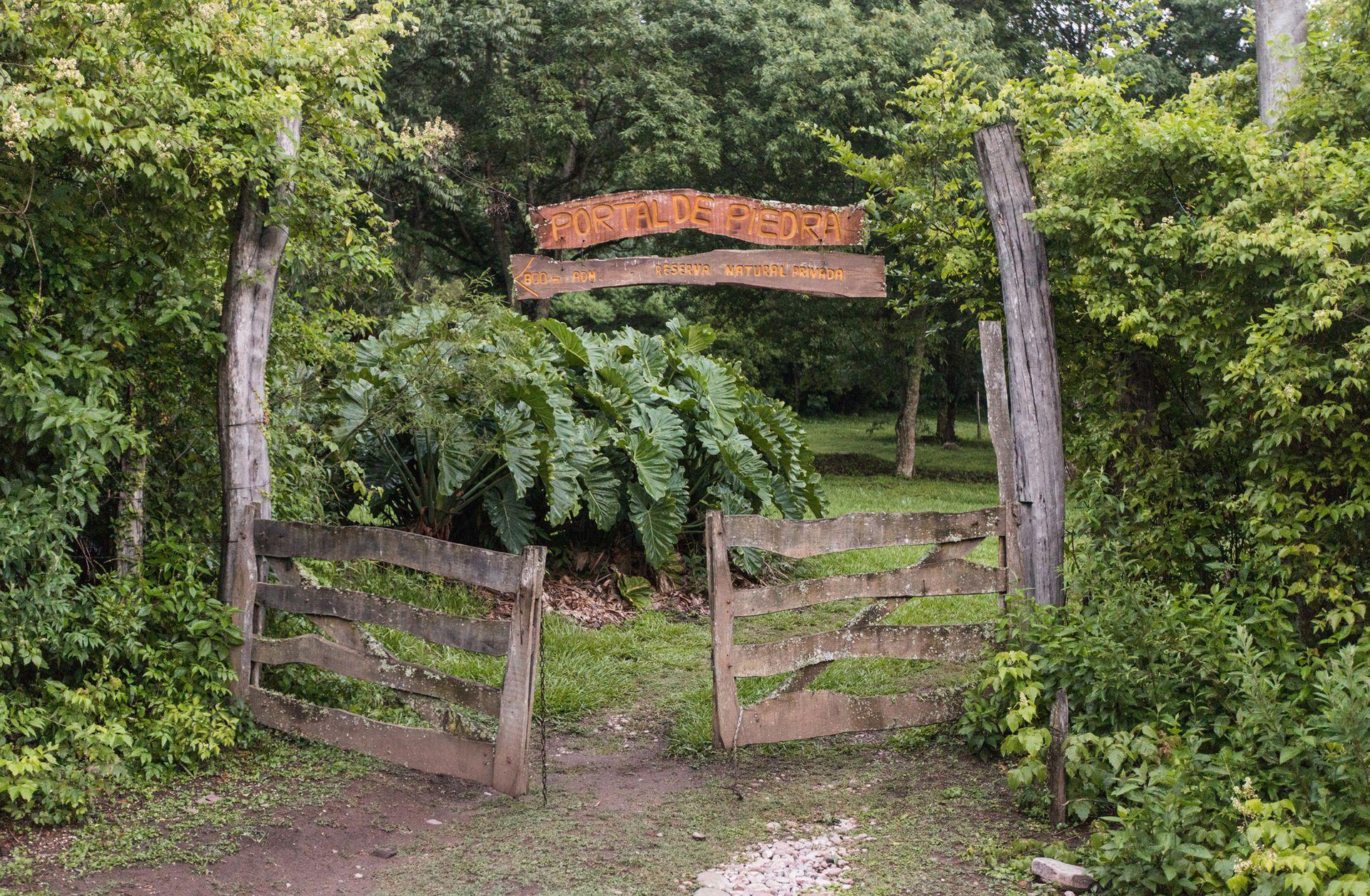 La puerta de ingreso a la reserva privada de EcoPortal de Piedra