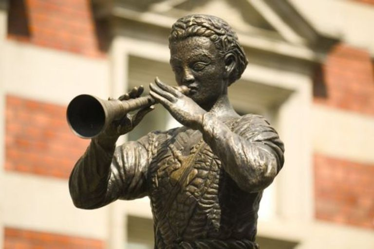 Música hipnótica y un baile frenético: la tenebrosa historia real detrás del Flautista de Hamelin