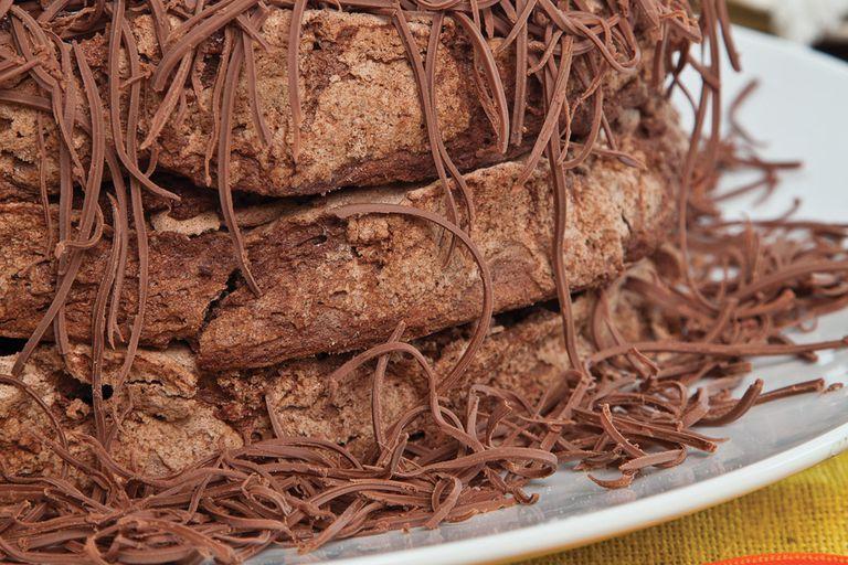 Torta de merengue y mousse de chocolate